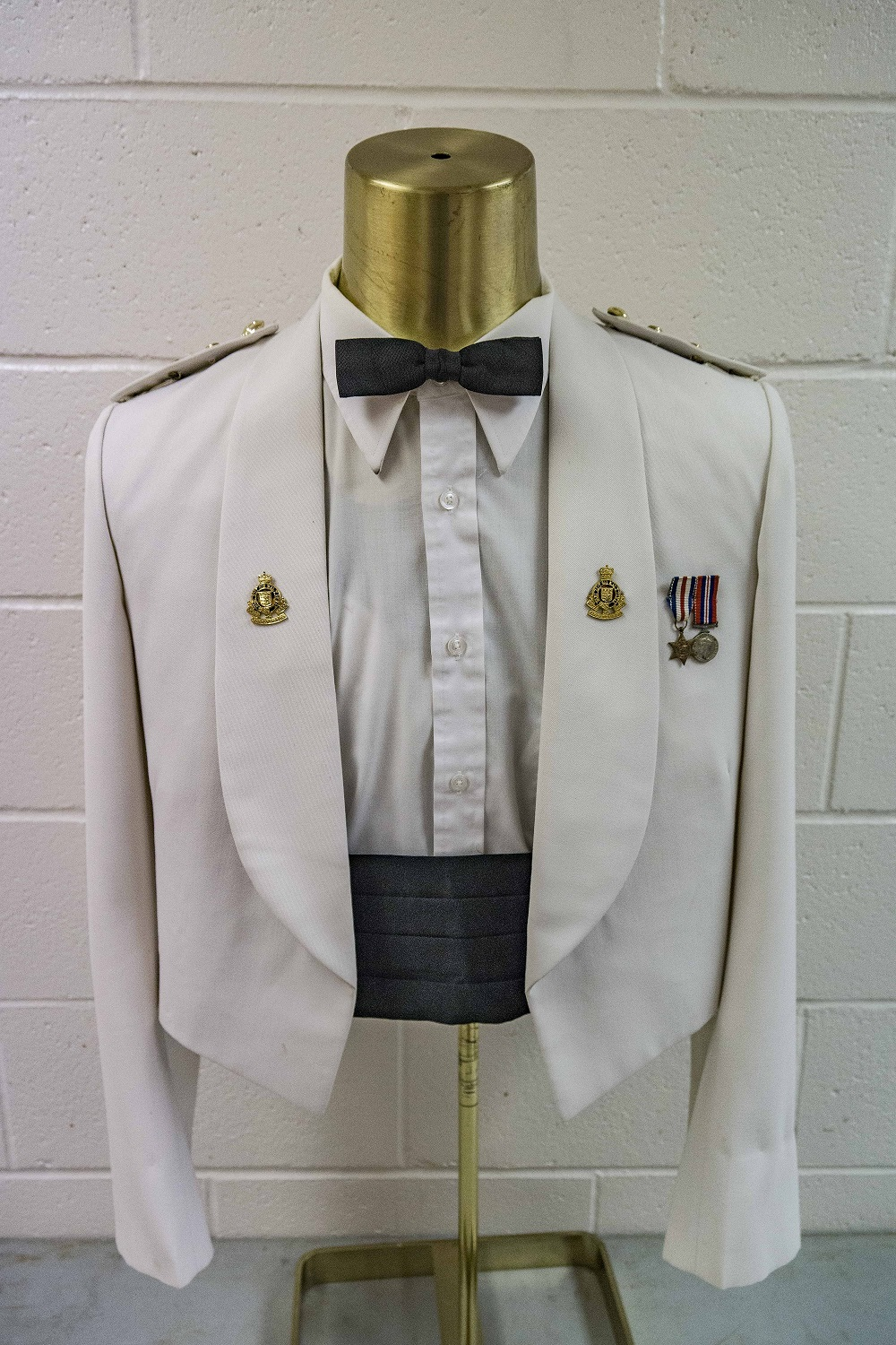 Cf army mess dress medal placement